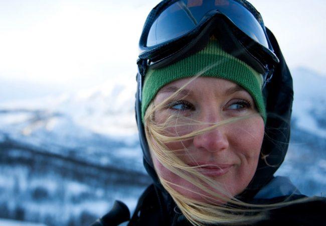Haarpflege im Winter. Wie pflegen Sie die Haare während des Skifahrens?