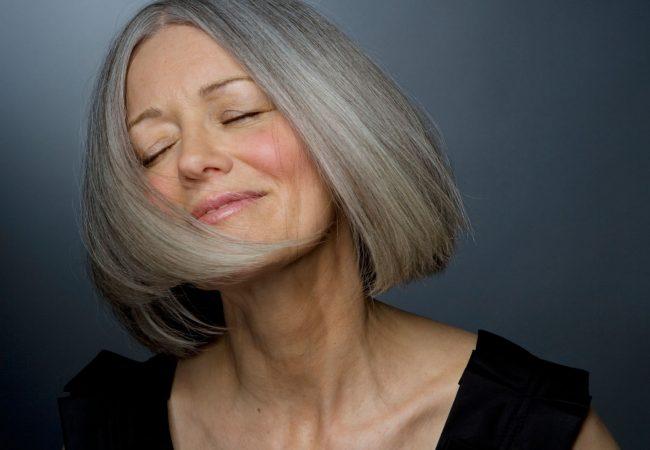 Ergrauen ist doch kein Weltuntergang. Wie pflege Sie die grauen Haare?