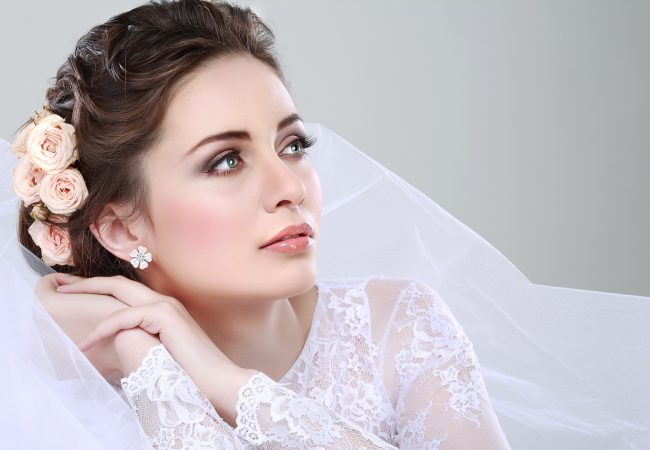 Die schönsten Frisuren auf die Hochzeit und unter Brautschleier