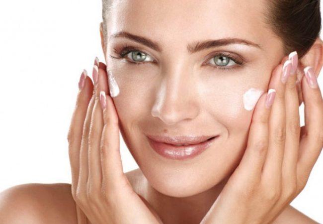 Gesichtscreme: Hautpflege für jedes Alter