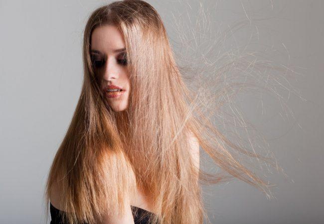 Sind Sie wie elektrisiert im Winter? Beste Methoden gegen elektrisch aufgeladene Haare