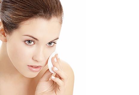 Gesicht und Augen richtig abschminken – Tipps und Tricks