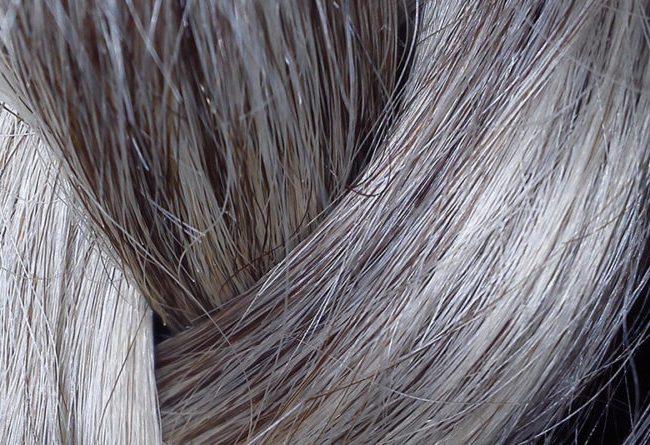 Tipps und Tricks: Graue Haare richtig pflegen