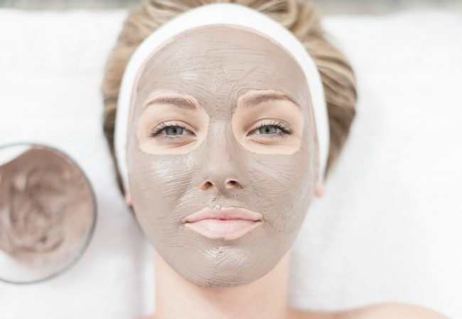 Gesichtsreinigung nicht nur mit Aktivkohle! Welche alternativen Methoden gegen Pickel gibt es?